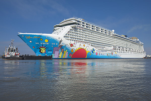 Norwegian Breakaway leaves the building dock